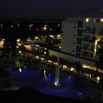 Вид из окна. Вечером включают фонтан