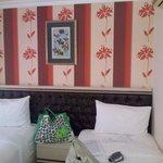 standard twin beds room 402