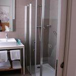 Bathroom of room no. 36