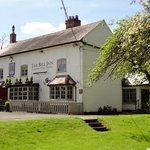 Country pub, cosy interior, courtyard dining and large beer garden