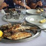 Вкусная свежая рыба. Хорошо провели время в ожидании рейса с южного аэропорта.