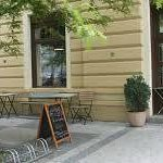 Cafe's street seating