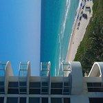 Vista desde el piso 9, habitacion 933 con vista al mar