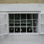 Окно в парфюмерной лавке