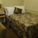 Comfortable 3/4 size bed