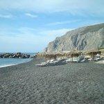 Черный пляж Камари