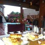 Desayunando en el quincho