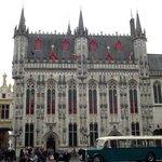Fachada da Stadhuis (Prefeitura) de estilo gótico do século XV.