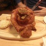 надо попробовать - свинная рулька в пивном ресторане Вены