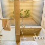 Oberoi Bathroom