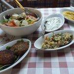 Старт мезе. Салат,пюре из кобачков,вегетариантские котлетки,пшенка и соус йогурт и огурчики )))