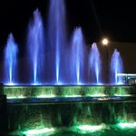 Another great pic of the fountain at night!