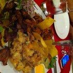 Piqueo: carne mechada, tamalito verde, seco de chabelo y majado de yuca
