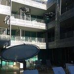 l'hotel visto dalla piscina
