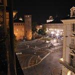 Kvällsutsikt mot Piazza Castello