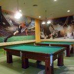 en el maracana alli se puede jugar al pool al futbolito ademas comer a cualquier hora