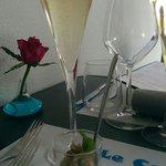 Apéritif champagne et verrine de tartare de crabe au sésame et poivrons