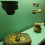 Cartagena, Colombia. Museo del Oro Zenú. Cerámicas y mortero en piedra.