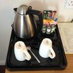 Bollitore con tè, caffè, camomilla