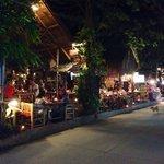 Genoeg leuke eettentjes in het straatje van het resort