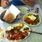 Gyros e insalata ottimi
