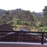 Sicht vom Balkon auf die Hügel und Golfplatz