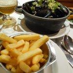mejillones con patatas fritas