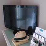 Il televisore , fornito di tutti i canali