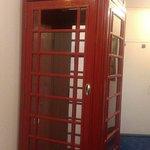 Просто телефонная кабинка в стиле Лондона
