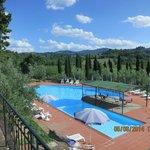 La piscine et son environnement.