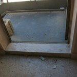 Scala collegata all'esterno (può salire chiunque) davanti la porta della camera...