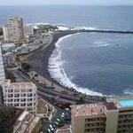 vistas desde arriba la calle.enfrente al hotel