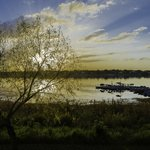 Por do sol no lago do resort