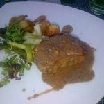 Noix de côte de veau sauce morilles, poêlée d'asperge et pomme de terre grenaille
