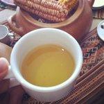 Chá de coca para recepcionar os viajantes