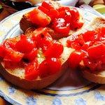 La bruschetta al pomodoro... Con l'olio buono!
