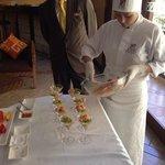 Sous-chef do restaurante do hotel ensina a fazer ceviche