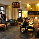 Reception mot lounge/restaurang