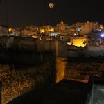 Vista notturna Fez dalla terrazza