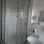 Bad mit Dusche und Tageslicht!