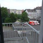 Grosser Balkon mit 2 Sitzgelegenheiten