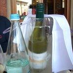 Il vino dentro al ghiaccio...contenitore di plastica...