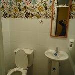 Um dos banheiros no andar de cima