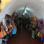 """Cartagena de Indias, Colombia. Una de las tiendas o """"bóvedas""""."""