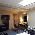 Desk/TV area Rom 753