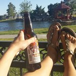 Das death valley bier am teich bei sonnenuntergang. Einfach wunderbar