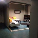 Это общая комната с телевизором, еще есть бильярд