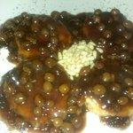 Queso con salsa de uva moscatel y piñones