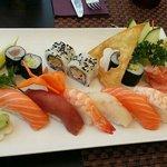Maki y sushi variado. 12 piezas. 19,9€