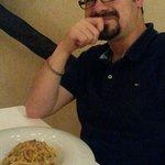 spaghetti con tracine al sale, capperi, olive e pomodorini essiccati sott'olio